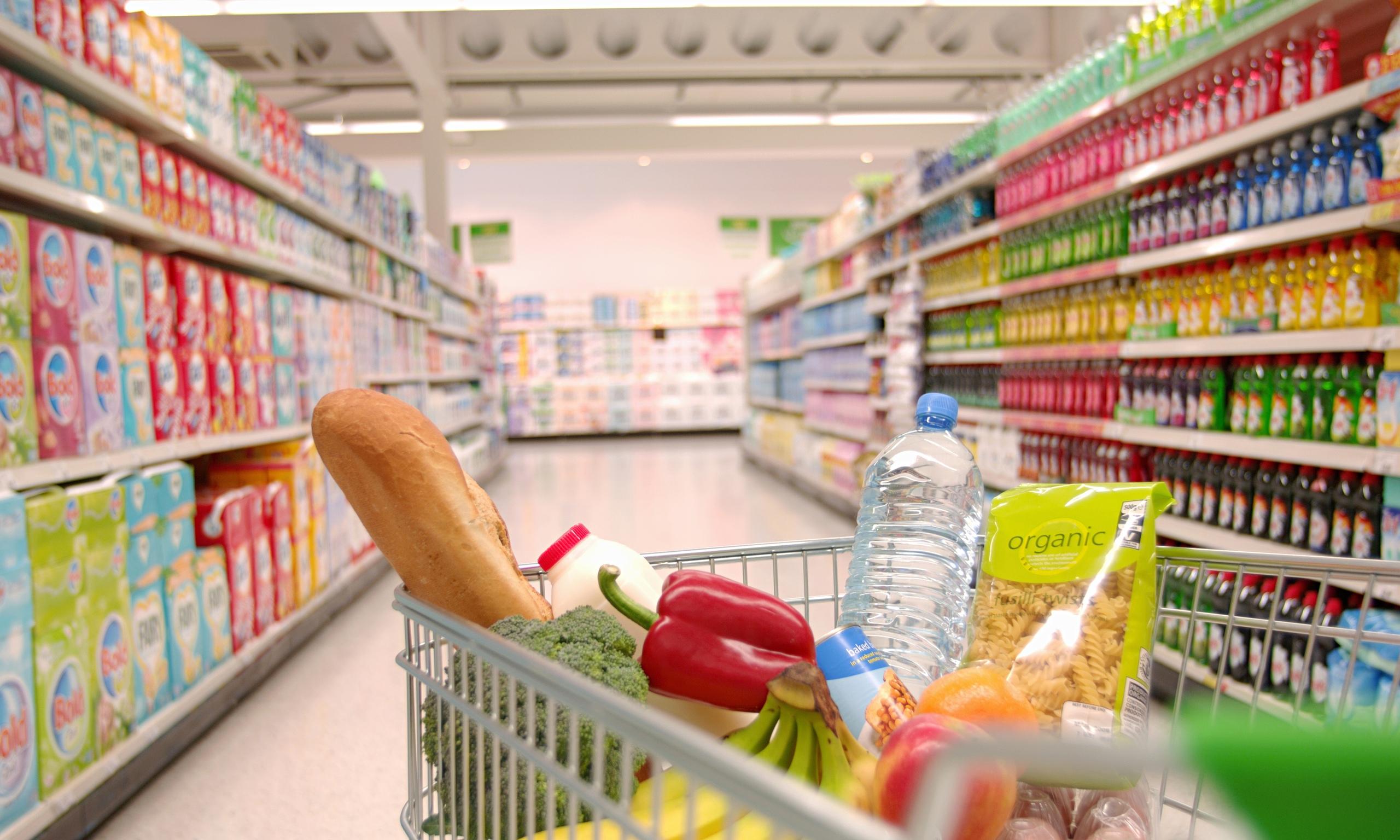 ΦΠΑ 13% σε τρόφιμα και εστίαση – Πού θα μειωθούν οι τιμές