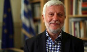 """""""Νέα Πελοπόννησος"""": Υπουργός-τουρίστας ο Χάρης Θεοχάρης-Επιφυλάσσει ανοιχτά κέντρα φιλοξενίας μεταναστών"""