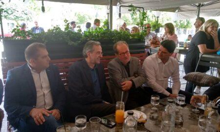 Σαμαράς: Προεκλογικός καφές στην πλατεία για στήριξη στον Βασιλόπουλο