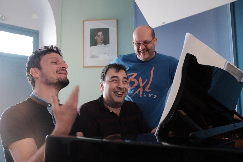 Ανατρεπτική συνέντευξη Γυφτάκη, Γεώργα, Γαλάνη με ένα πιάνο και έξι χέρια!