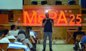 Βαρουφάκης: Ο Μητσοτάκης έπρεπε να έχει τον Τσίπρα σε εικόνισμα