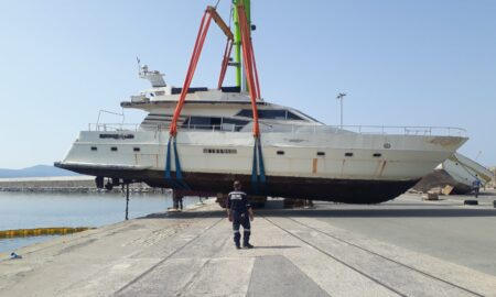 """Ανελκύστηκε από το Λιμάνι Καλαμάτας το """"σαπιοκάραβο Mustafa"""""""