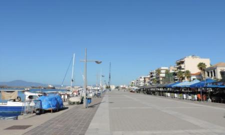 Τις φθαρμένες πλάκες στο Λιμάνι Καλαμάτας θα αντικαταστήσει ο Δήμος