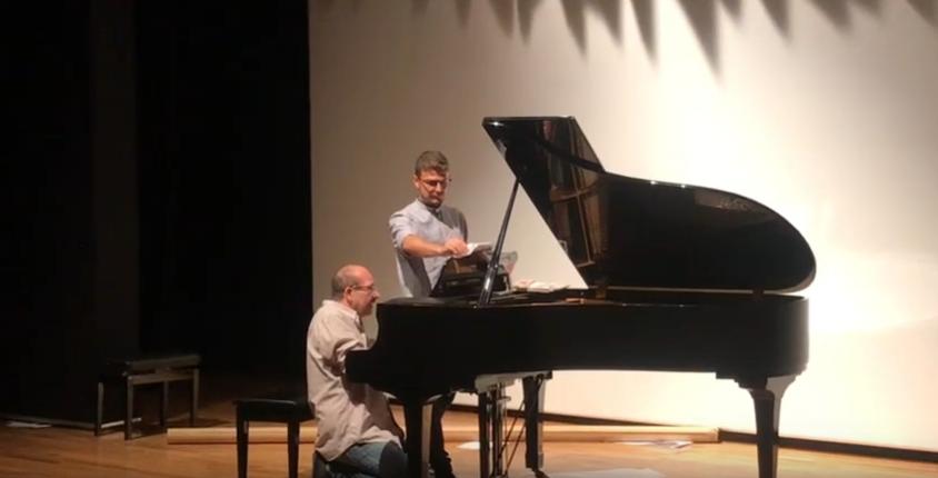 Μια διαφορετική μουσική παράσταση-show με άφθονο γέλιο και ένα πιάνο με 6 χέρια!