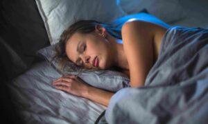 Ο ύπνος με ανοιχτά φώτα παχαίνει