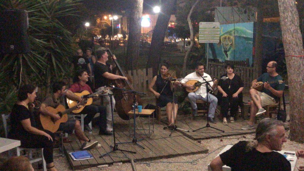 """""""Μπουκαδούρα"""": Μελαγχολική διαμαρτυρία στο αποχαιρετιστήριο party"""