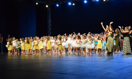Εξαιρετική χορευτική παράσταση από τη Δημοτική Σχολή της ΦΑΡΙΣ