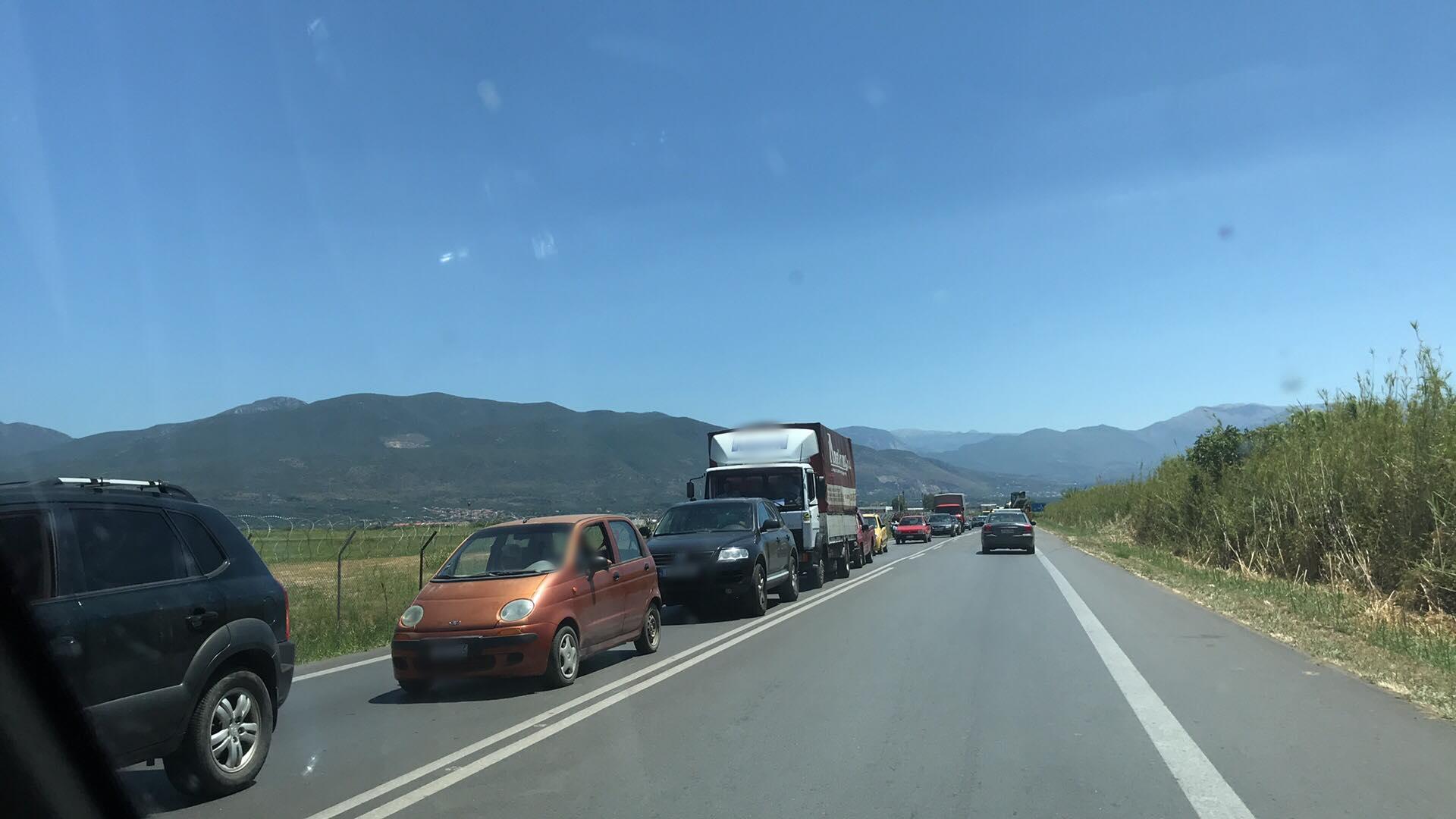 """Ουρές χιλιομέτρων από """"καραμπόλα"""" 3 αυτοκινήτων στον Πάμισο"""