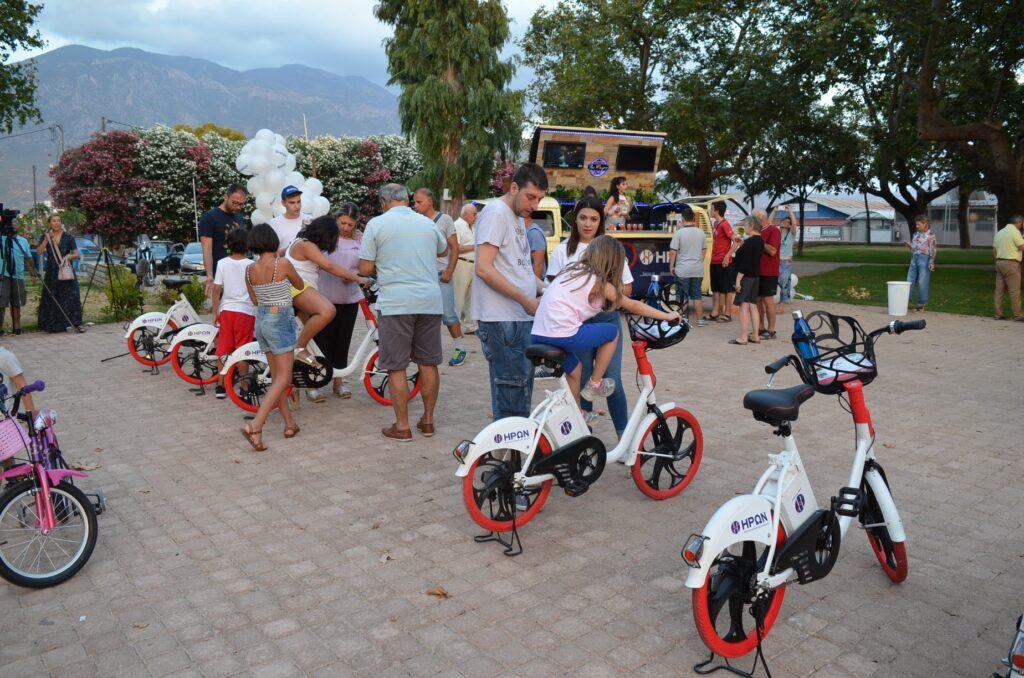 """30 κοινόχρηστα """"έξυπνα"""" ποδήλατα που ενοικιάζονται με κάρτα ήρθαν στην Καλαμάτα!"""