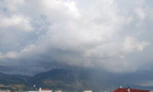 """Βροχερός και """"δροσερός"""" ο καιρός την Τρίτη"""