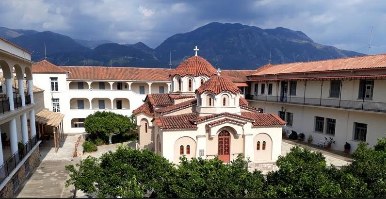 Κάθε Κυριακή λειτουργία στη Μονή Αγίου Κωνσταντίνου και Ελένης Καλαμάτας