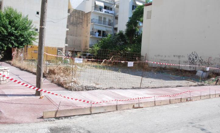 Νέα πεζοδρόμια σε δρόμους της παραλίας Καλαμάτας