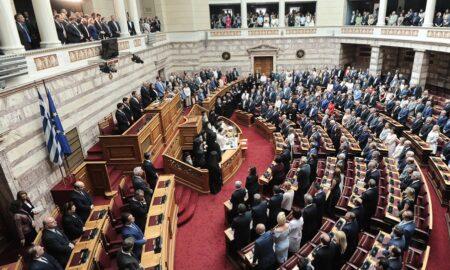 Ορκίστηκαν οι 300 της νέας Βουλής