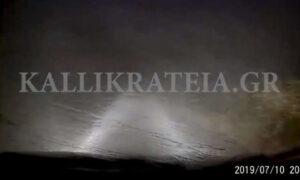 Χαλκιδική: Σοκαριστικό βίντεο με αυτοκίνητο να κινείται την ώρα που χτύπησε η θεομηνία