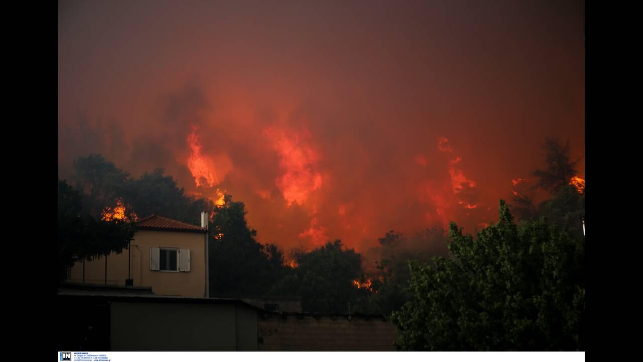 Ανεξέλεγκτη η πυρκαγιά στην Εύβοια: Εκκενώθηκαν χωριά