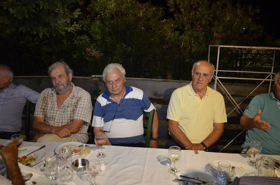 2ο Γυμνάσιο Αρρένων Καλαμάτας: Κρασάκι και πειράγματα 52 χρόνια μετά την αποφοίτησή τους!