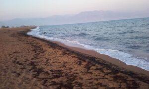 Πολίτες της Μεσσήνης καθαρίζουν την παραλία του Αγ. Νικολάου