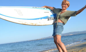 Ρεκόρ για 81χρονη ελληνίδα windsurfer: Πέρασε από την Κεφαλονιά στην Κυλλήνη