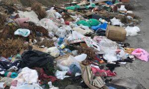 Σωροί σκουπιδιών δίπλα στο Αεροδρόμιο Καλαμάτας!