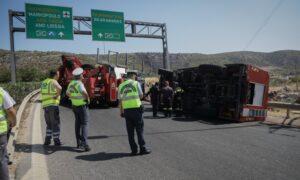 Δύο πυροσβέστες τραυματίστηκαν σε τροχαίο – Μάχη με τις φλόγες σε Ασπρόπυργο, Ριόλο Αχαϊας