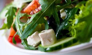 Σαλάτα με σύκα και κατσικίσιο τυρί