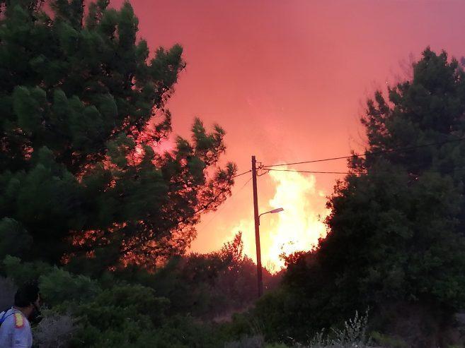 Σε ύφεση η φωτιά στη Σάμο – Ενισχύθηκαν οι δυνάμεις στα Κύθηρα