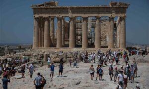 Ακρόπολη: Εντυπωσιακή ήταν η κοσμοσυρροή κατά την καλοκαιρινή τουριστική σεζόν