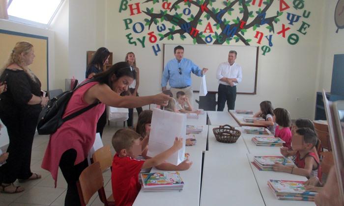 """6ο Δημοτικό Σχολείο Καλαμάτας: Χτύπησε το πρώτο κουδούνι με δωράκι στα """"πρωτάκια""""!"""