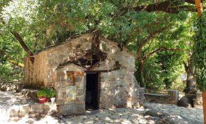 Αγ.Θεοδώρα Βάστα: Ένα θαύμα 68 χλμ από την Καλαμάτα!