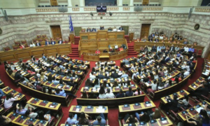 """Συνταγματική Αναθεώρηση: """"Ναι"""" από τη Βουλή – Ποιες οι 9 νέες αλλαγές"""