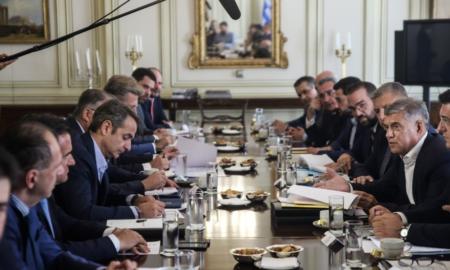 """Συνάντηση Μητσοτάκη με τους περιφερειάρχες: Έρχεται """"τολμηρό νομοσχέδιο για πολυεπίπεδη διακυβέρνηση"""""""