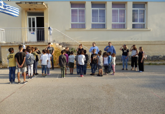 Σχολικά είδη αξίας 25€ σε κάθε παιδί στο Δημοτικό Σχολείο στο Πλατύ