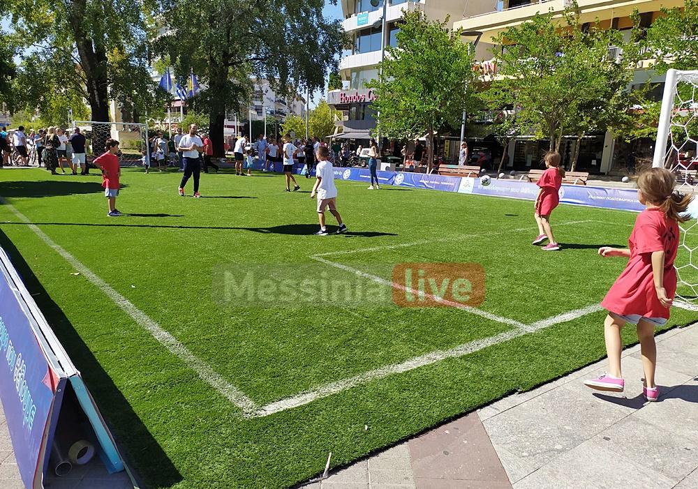 """""""Μπάλα παντού"""": Γήπεδο ποδοσφαίρου η κεντρική Πλατεία Καλαμάτας!"""