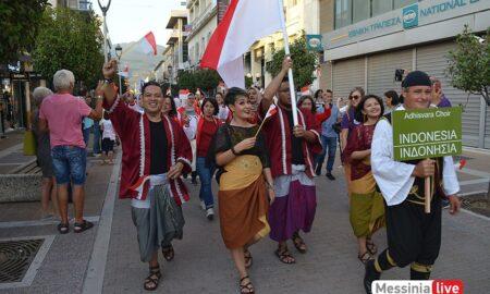 Πολύχρωμο, ενθουσιώδες, πολυπολιτισμικό χάπενινγκ η παρέλαση των χορωδών!