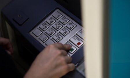 Οι χρεώσεις των τραπεζών επί τάπητος στο Μαξίμου