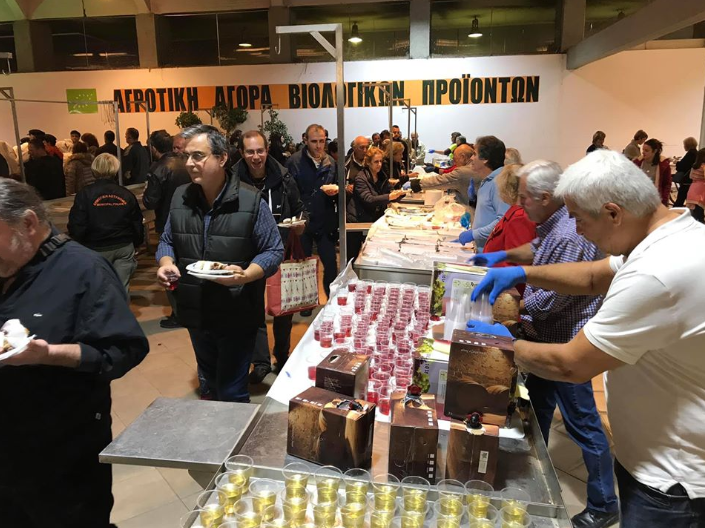 Από την Κεντρική Αγορά Καλαμάτας ξεκίνησε ο εορτασμός των Χριστουγέννων