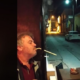 Ελληνικό «δαιμόνιο»: Βρήκε τον τρόπο να καπνίζει εντός καταστήματος δίχως να κινδυνεύει με πρόστιμο