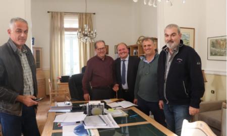 Υπογράφηκε στην Περιφέρεια η σύμβαση για τo λιμάνι της Κυπαρισσίας