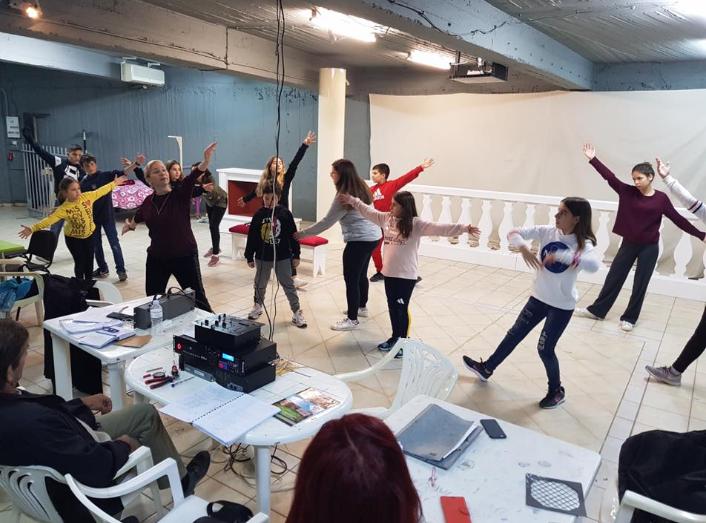 """ΜΕΘ: Συνεχίζονται οι πρόβες για τη """"Μελωδία της ευτυχίας""""-Πάνω από 30 ηθοποιοί-Κοστούμια από την Εθνική Λυρική Σκηνή"""