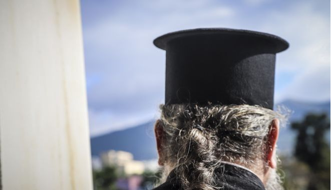Απίστευτη καταγγελία: Ιερέας ζητούσε καλό κρασί, άριστης ποιότητας ελαιόλαδο και λεφτά για να λειτουργήσει