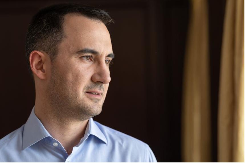 "Xαρίτσης: ""Συμφωνεί ο κ. Μητσοτάκης με την τοποθέτηση Σαμαρά περί λαθροεποικισμού;"""
