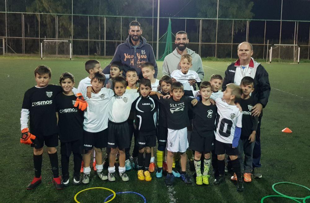 Μαύρη Θύελλα: Στεφανάκος, Ιντζίδης με τα παιδιά των Ακαδημιών (φωτο)