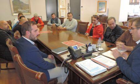 """Συνάντηση Βασιλόπουλου με 6 ομάδες για το """"Παν. Μπαχράμης""""- Τι ανέφερε για την καθυστέρηση παράδοσης του έργου"""