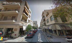Γυναίκα έπεσε από τον 3ο όροφο πολυκατοικίας στην Βαλαωρίτου