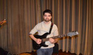 """""""Κάνε κάτι"""": Tο νέο τραγούδι του Μάριου Σαρέλλα"""