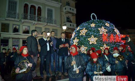 Φωταγωγήθηκε και η εντυπωσική Χριστουγεννιάτικη μπάλα στο Ιστορικό κέντρο