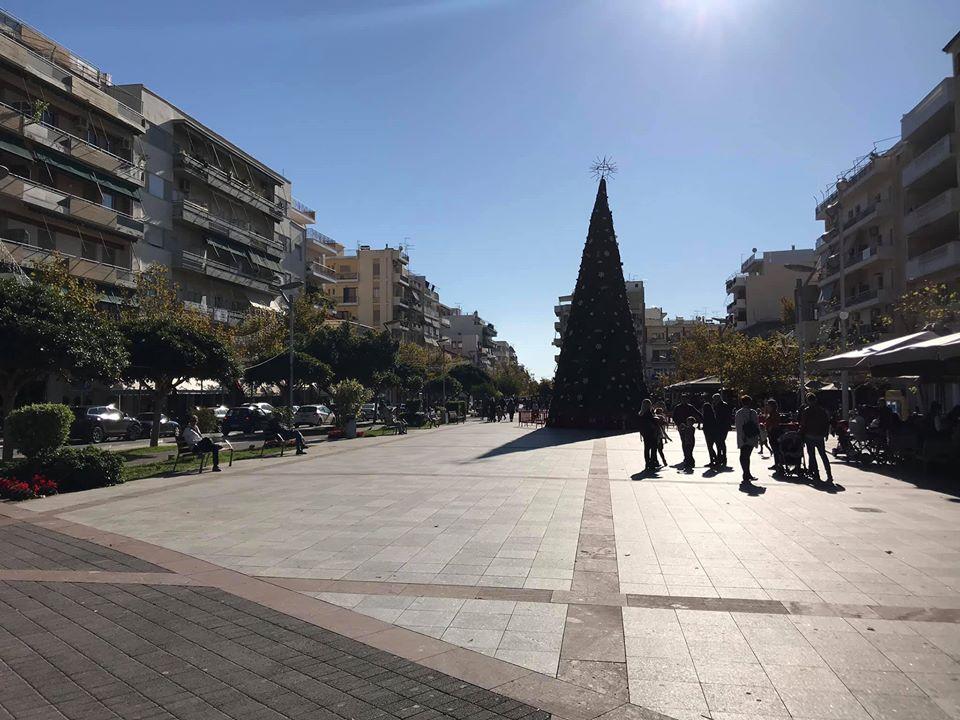 """Καλαμάτα: """"Μύρισε"""" Χριστούγεννα στην κεντρική πλατεία!"""