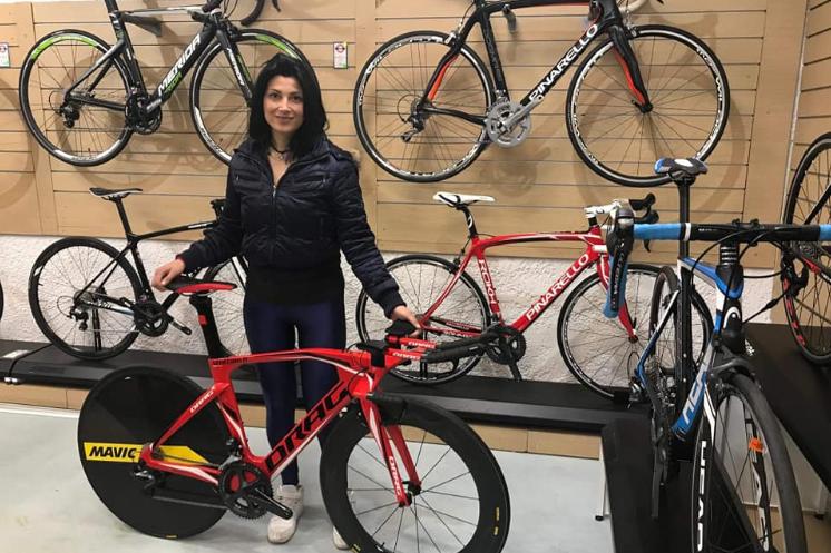 Κατερίνα Ελ Λατίφ: Η πρωταθλήτρια της Εθνικής Ομάδας Στίβου και Ποδηλασίας στα Εκπαιδευτήρια Μπουγά για την Παγκόσμια Ημέρα των ΑμεΑ