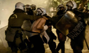 "Xαρίτσης: ""Η Κυβέρνηση της ΝΔ έχει την πλήρη ευθύνη για τις εικόνες ντροπής με τους άνδρες των ΜΑΤ να εξευτελίζουν διαδηλωτές"""
