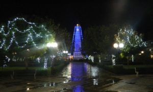 Σε χριστουγεννιάτικο κλίμα η Μεσσήνη-Το Σάββατο η φωταγώγηση του δέντρου